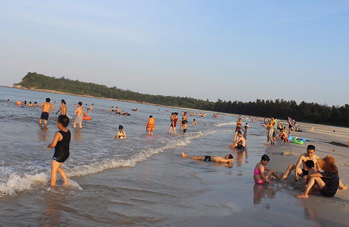 Bãi tắm Quan Lạn
