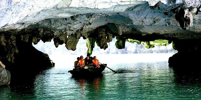 cửa động hang tiên Hạ Long