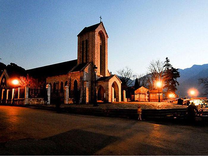 Nhà thờ cổ Sapa về đêm