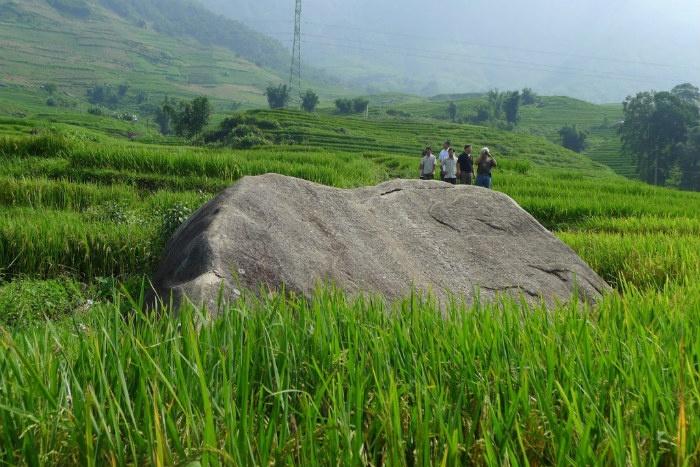 bãi đá cổ Sapa Lào Cai thu hút khách du lịch