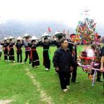 Du lịch Sapa xem lễ hội xuống đồng