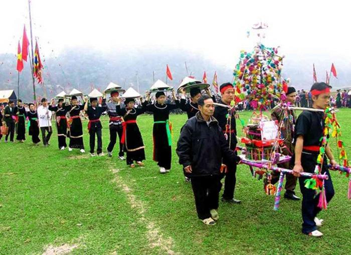 Lễ hội xuống đồng Sapa