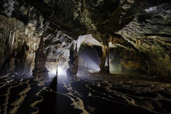 Bên trong hang tiên Sapa