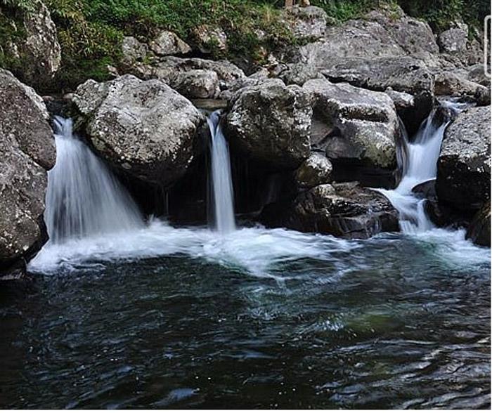 Suối nước trong lành ở bản Cát Cát
