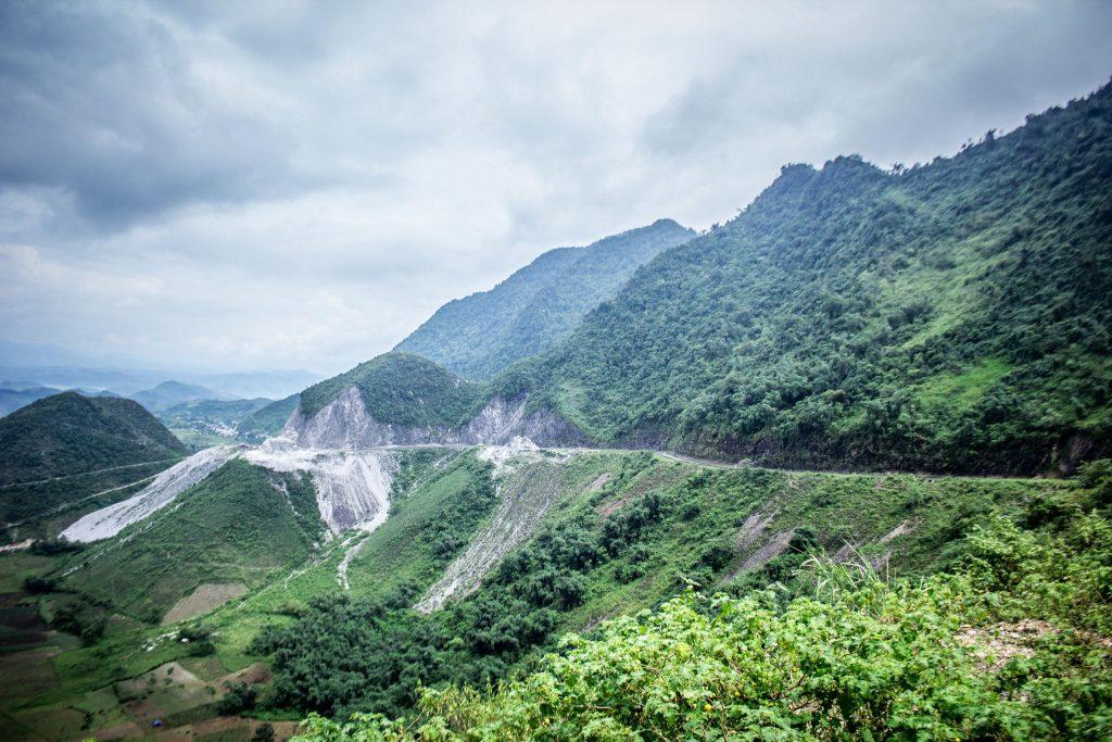 Vẻ đẹp hùng vỹ nơi đèo Thung Khe Hòa Bình