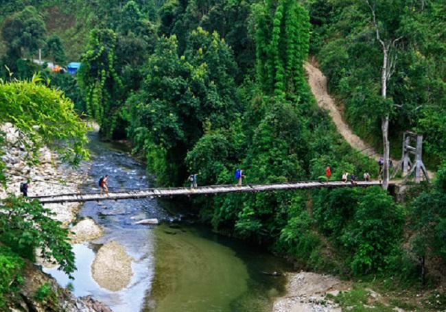 Một cây cầu nối liền các bản