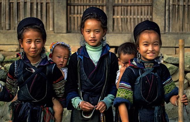 Màu lạnh được người Mông đen sử dụng làm trang phục