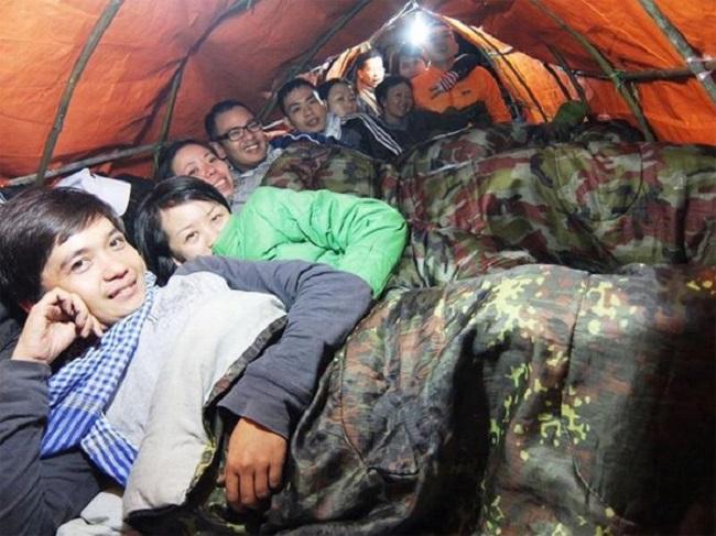 Cảnh lều trại của người leo núi