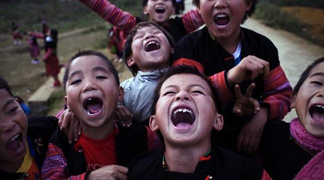 Trẻ em Mông hào hứng đón Tết cổ truyền