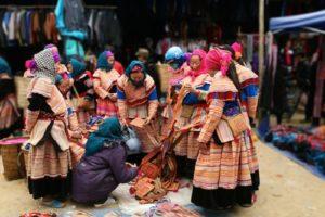 Người Mông bản Cát Cát háo hức sắm đồ đón Tết cổ truyền