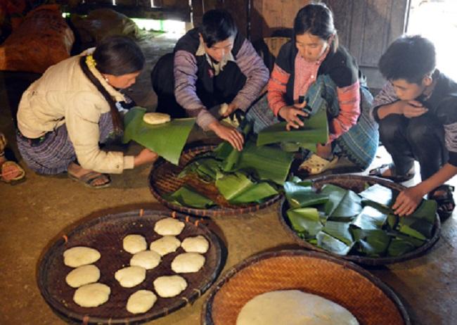 Người Mông háo hức làm bánh dày đón Tết