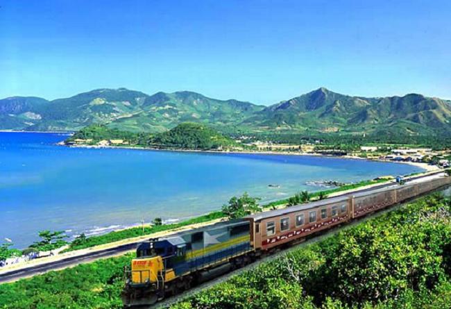 Đi tàu hỏa bạn chỉ việc giữ sức và ngắm cảnh